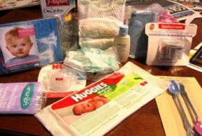 Sac-cadeau rempli d'échantillons et de coupons pour bébé