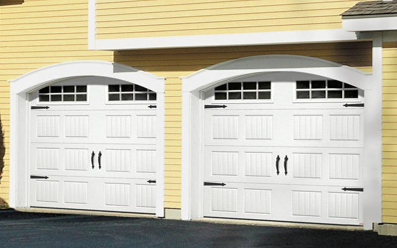 Porte de garage et des accessoires technologiques for Decoration porte garage