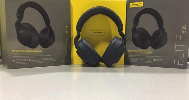 Une paire d'écouteurs à suppression du bruit Elite 85h de Jabra