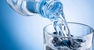 Testez une eau plate ou gazeuse d'une marque mystère